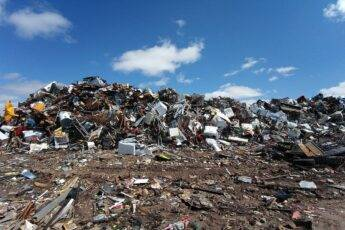 Dlaczego odbiór odpadów przemysłowych i komunalnych jest coraz droższy?