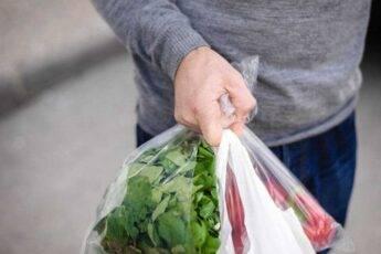 Opłata recyklingowa za reklamówki – co trzeba wiedzieć?